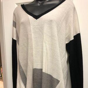 Multi-Color Lightweight Sweater. Low neck.